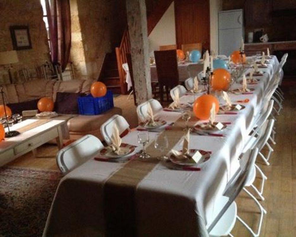 Repas dans la salle du gite Montfort