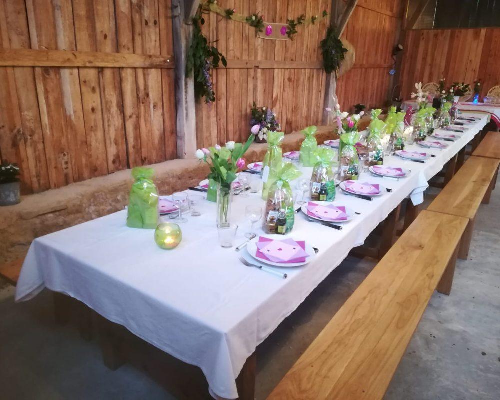 Tables_dressées_grange