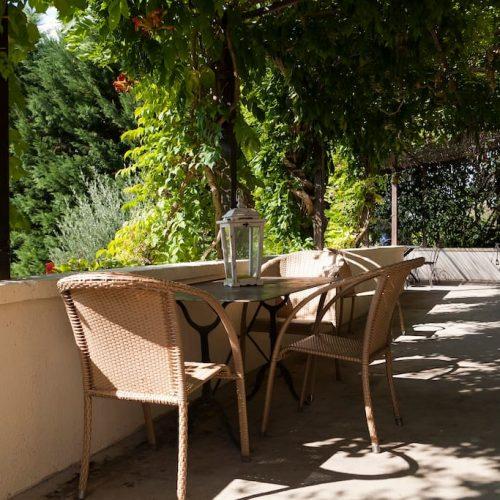 gite-sarlat-castelnaud-terrasse-ombragee