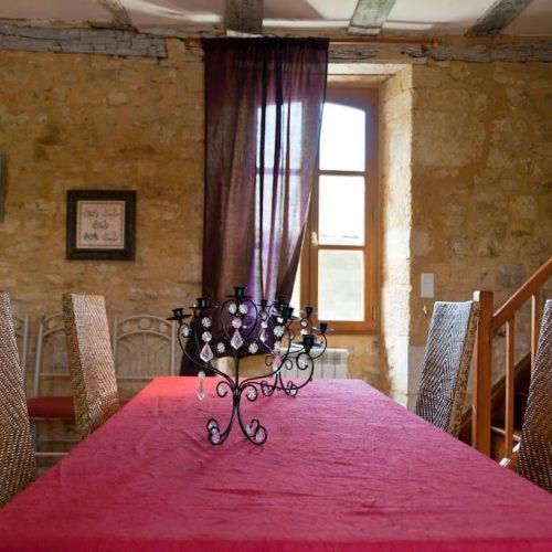 gite-sarlat-monfort-salle-a-manger-table